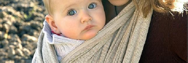 J'utilise une écharpe de portage pour mon bébé