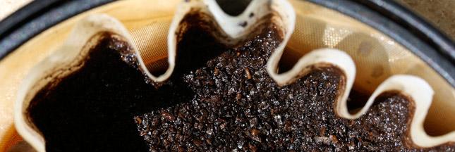 marc-de-café-déboucher-évier-canalisation