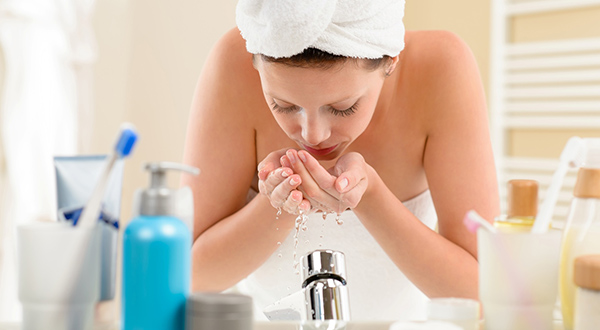 lutter-contre-l-acne-boutons-nettoyer-visage-02
