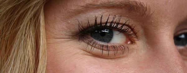 contour oeil fragile