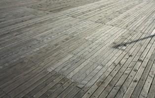 terrasse bois mousse