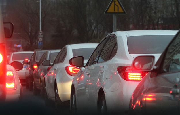 voitures-embouteillage-velo-ville