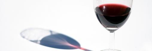 Quelle forme de verre fait boire plus vite ?