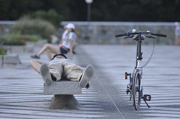 faire la sieste, parc, banc, repos