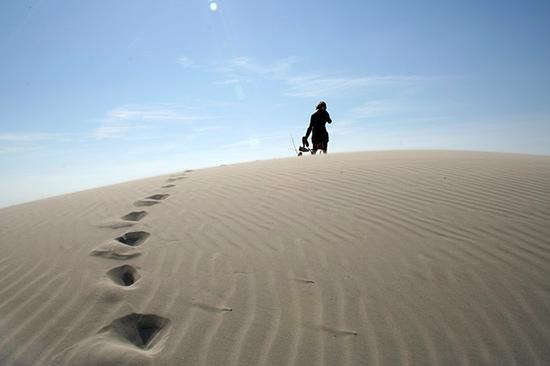 15 écogestes à la plage et à la mer Plage-vacances-marche-sable