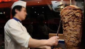 Si le haut de gamme des broches à Kebab surgelées est aujourd'hui 100% veau, certaines pratiques sont encore très limites