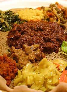 La cuisine éthiopienne partage quelques saveurs avec la cuisine indienne, dont le fameux cardamome