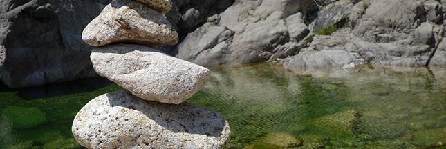 cailloux-corse-eau-nature-meditation-zen-esprit-ban