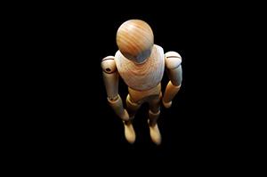 corps-bois-mannequin-jouet