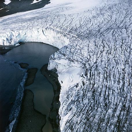 Bordure de glacier en Antarctique (© Photo: Alfred-Wegener-Institut)