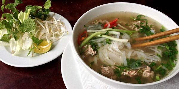 Les cuisines asiatiques utilisent couramment les brouillons - ici le phô, un plat vietnamien