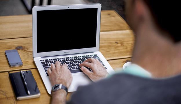 ordinateur-travail-google-entrepreneur-01