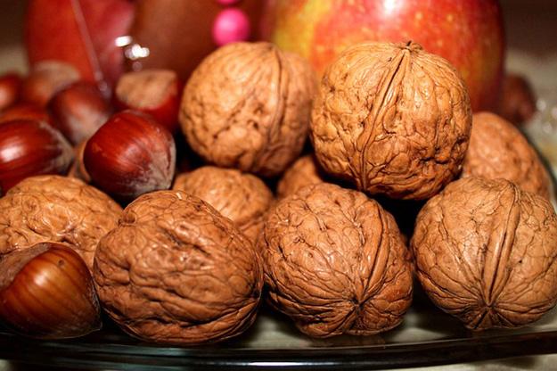 huiles-alimentaires-essentielles-aliment-nourriture-cuisine-noix-noisettes