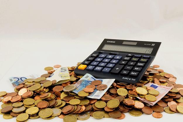 revenu-minimum-pauvrete-calculatrice-argent-monnaie-salaire