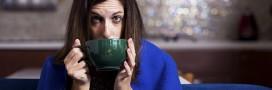 10 manières de lutter contre le froid au bureau, avec classe et naturel [guide de survie]