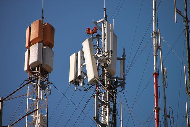 antenne, réseau téléphonique, ondes électromagnétiques