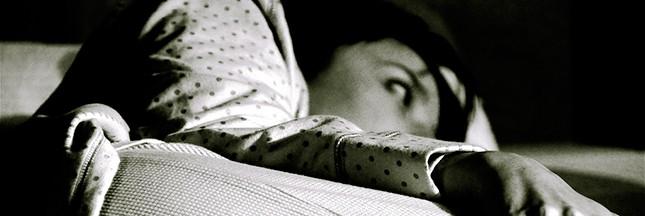 Insomnies : faut-il rester couché ou se lever ?