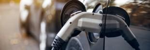 Voitures électriques : utiliser des lampadaires pour recharger ?