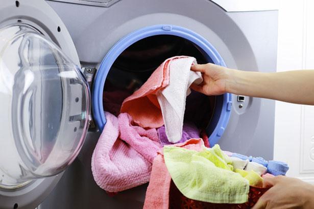 3 astuces avec du vinaigre blanc pour votre machine laver - Detartrer machine a laver ...
